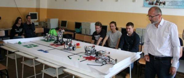 Calificați la cel mai important concurs internațional de robotică, elevii OLIMPICI din Focșani nu au bani să meargă în India