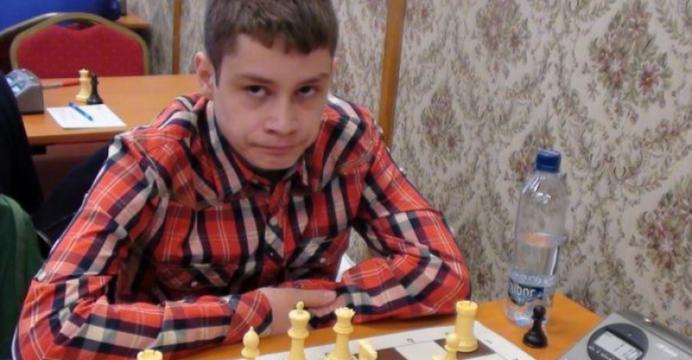 Il cheama Bogdan Daniel Deac, este din Rm. Valcea si la 14 ani a devenit CEL MAI TANAR MARE MAESTRU la sah din LUME!