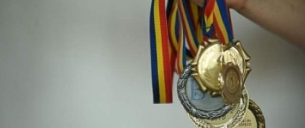 Elevii români s-au întors cu CINCI medalii de argint și una de bronz de la Olimpiada Internațională de Matematică