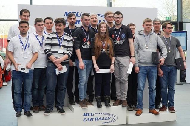 """Studenții români, medaliați cu aur și cu argint în Germania, la concursul internațional """"MCU Rally Car 2018"""" (VIDEO)"""
