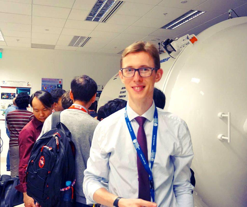 """Șapte țări în 6 ani, de dragul cercetării. Românul care face propulsoarele spațiale în Singapore: """"Nu am fost un copil excepțional, dar am muncit mult"""""""