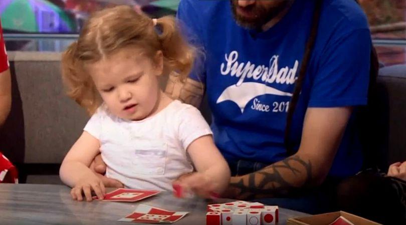VIDEO | O fetiță britanică în vârstă de 3 ani are IQ-ul de 171