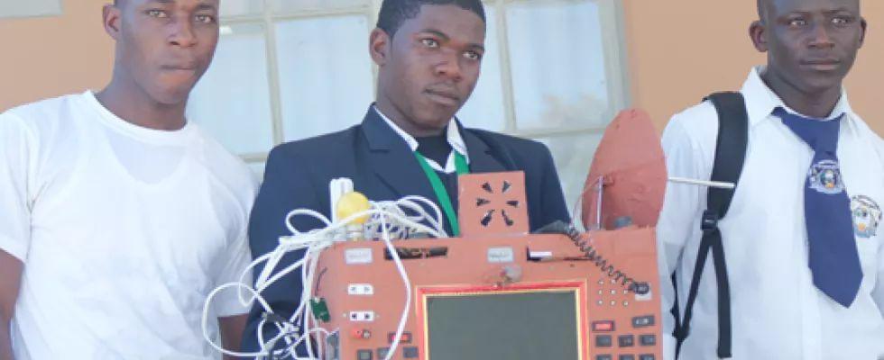 Namibia: Un elev de 19 ani a inventat un telefon fara fir